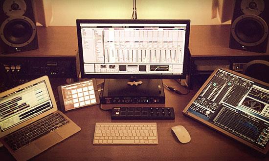 john-type-corso-dj-producer-ableton-studio_01